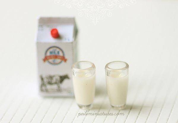 Dollhouse Miniature Full Cream Milk