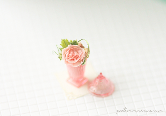 Dollhouse Miniature Flower - Pink Rose Flower Arrangement