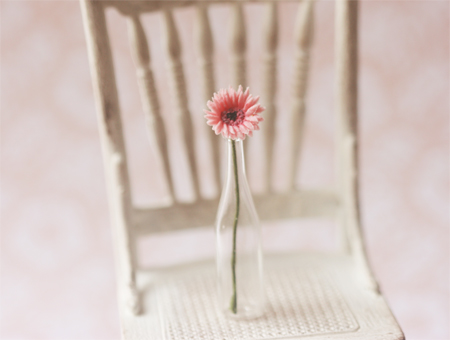 Dollhouse Miniature Pink Gerbera Daisy 1/12 Scale-dolls and miniatures scale, dollhouse miniature, scale one inch, 1:12 scale plants, miniature flowers, dollhouse flowers, gerbera daisy, soft pink, sweet pink, pei li miniatures, unique miniatures, elegant miniatures, 1:12 scale gerbera daisy , miniature daisy