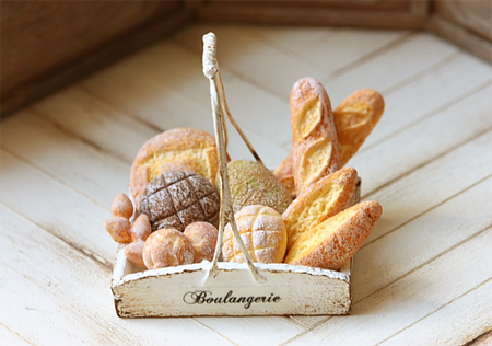 Dollhouse Miniature Food - Assorted Mixed Breads in Rustic Tray-dollhouse miniature food, dollhouse miniatures, miniatures, dollhouse food, bakery bread, pei li miniatures