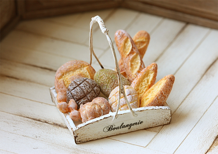 Dollhouse Miniature Food - Assorted Mixed Breads in Rustic Tray