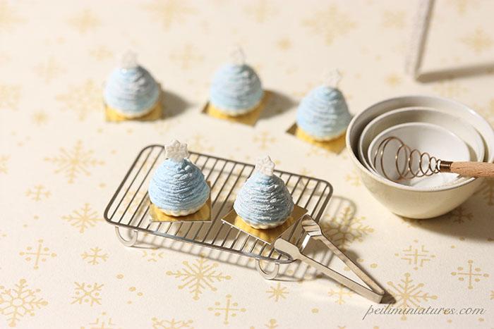 Dollhouse Food Miniatures - Christmas Snowflake Mont Blanc Dessert