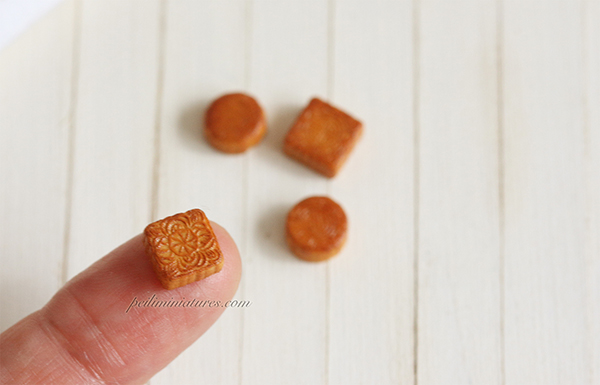 Dollhouse Miniature Round and Square Mooncake Mold