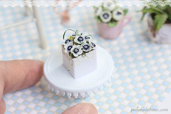 Dollhouse miniature white anemone flowers in 1/12 scale