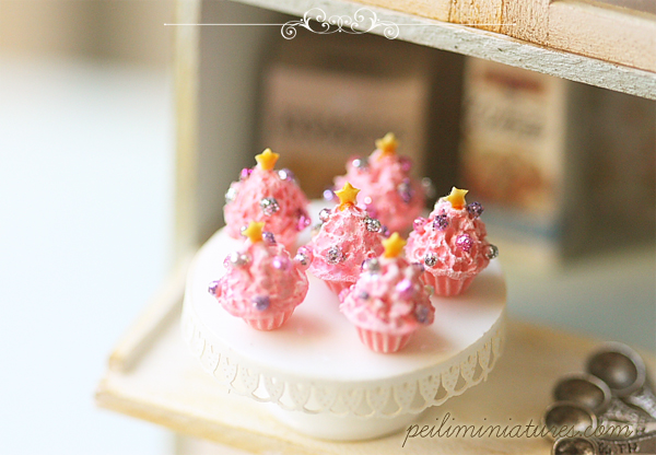 Dollhouse Miniature Food - Pink Christmas Cupcakes