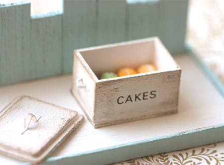 Miniature Dollhouse Food - Shabby Chic White Cake Box in 1/12 Scale