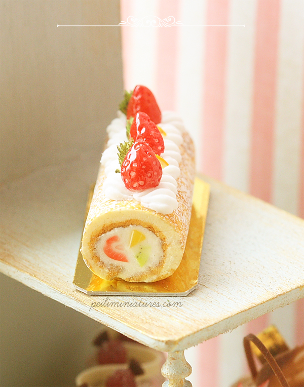 Dollhouse Miniature Food - Mixed Fruit Swiss Roll 1/12 Dollhouse Miniature Scale