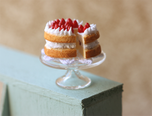 Miniature Dollhouse Food - Strawberry Short Cake in 1/12 Scale-miniature dollhouse food, dollhouse food, miniature food, doll house food, dollhouse miniature food, pei li miniatures, strawberry shortcake