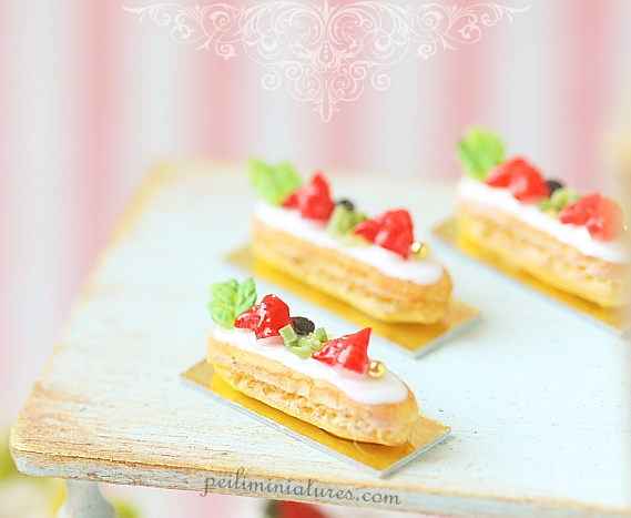 Mini Eclairs - Strawberry and Vanilla - 1/12 Dollhouse Miniature Scale