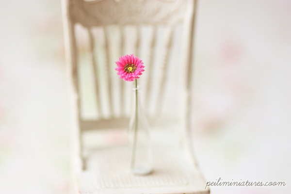 Dollhouse Miniature Fuschia Gerbera Daisy 1/12 Scale-dollhouse miniatures, miniature daisy, miniature, dollhouse miniature flowers