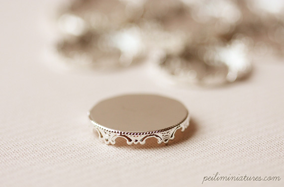 10 Silver Plated Princess Miniature Lace Round Tray - 25mm-dollhouse miniature lace round tray