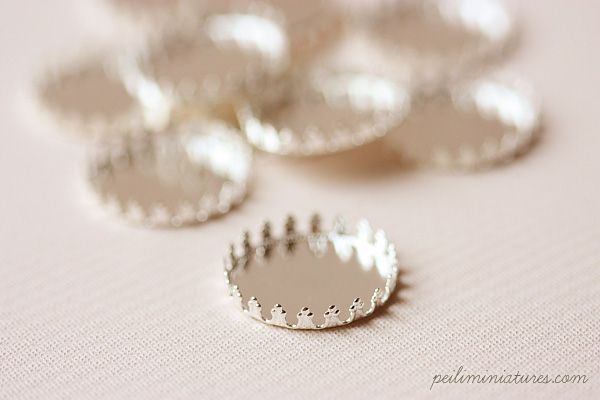 10 Silver Plated Queen Miniature Lace Round Tray - 25mm-miniature lace round tray