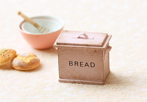 Dollhouse Miniature - Shabby Chic Pale Pink Bread Box-dollhouse miniatures, dollhouse miniature bread box, shabby chic 1:12, shabby dollhouse miniatures