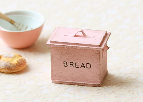 Dollhouse Miniature - Shabby Chic Sweet Pink Bread Box-dolls and miniatures scale, dollhouse miniature, kitchenware, dollhouse breadbin, miniature breadbin, shabby chic bread bin, sweet pink pei li miniatures, soft pink