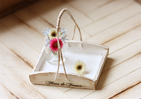Dollhouse Accessories - White Rustic Flower Tray