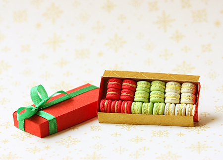 Dollhouse Miniature Food - Christmas Macarons-dollhouse miniature food, christmas macarons, 1/12 dollhouse miniature scale.