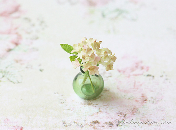 Dollhouse miniature hydrangeas in 1/12 scale