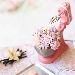 Dollhouse miniature kitchen mixer with flowers in 1/12 scale