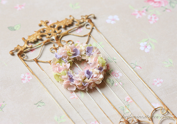 Dollhouse Miniature Plant - Dreamy Flower Wreath 1/12 Scale Miniatures