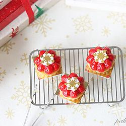 Dollhouse Miniature Food - Christmas Snowflake Strawberry Tarts