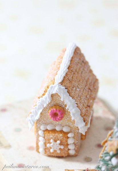Dollhouse Miniature Food - White Christmas Cobblestone Gingerbread House