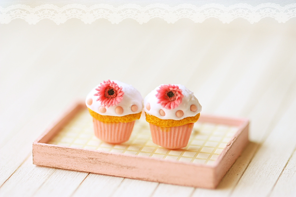 Food Jewelry - Pink Cupcake Earrings with Gerbera Daisies-cupcake earrings, faux food jewelry, pei li miniatures, food jewelry