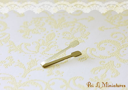 Dollhouse Miniature 1/12 Scale Pastry Tong (Silver)-dollhouse miniature pastry tong, bread tong, high quality miniatures, 1:12 scale, one inch scale.