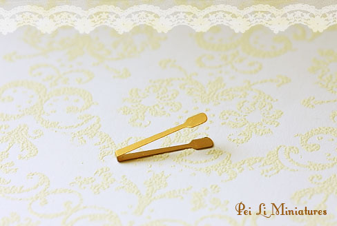 Dollhouse Miniature 1/12 Scale Pastry Tong (Antique Bronze)-1:12 scale miniature antique bronze pastry tong