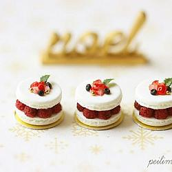 Dollshouse Christmas - Raspberry Macaron Patisserie
